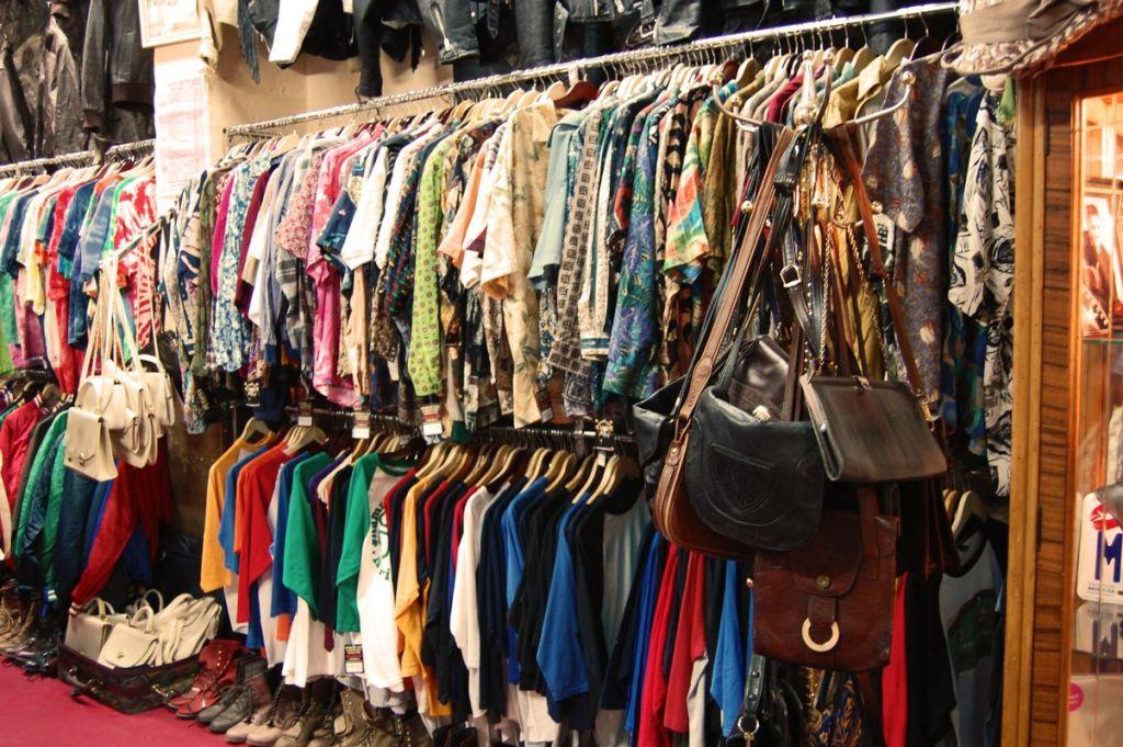 De ce sa mergi in vizita la un depozit de haine second hand