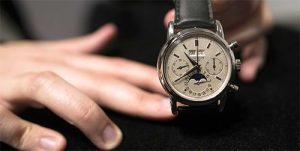 4 motive pentru care merita sa porti ceas, Charmy