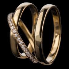 Simbolul iubirii infinite – verigheta, Charmy