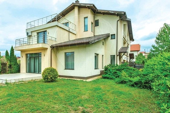 Brigitte Nastase si-a cumparat o casa de 450.000 de euro. Doar dressingul are 85 de metri patrati! (FOTO), Charmy