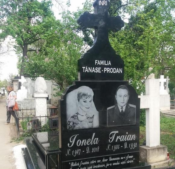 Emotionant! Ce a cerut Anamaria Prodan sa fie scris la mormantul mamei sale! Vei lacrima si tu cand vei citi (FOTO), Charmy