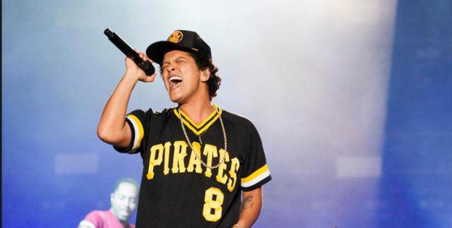 Momente TRAGICE la concertul lui Bruno Mars! SCENA A LUAT FOC! Care este starea cantaretului (VIDEO), Charmy
