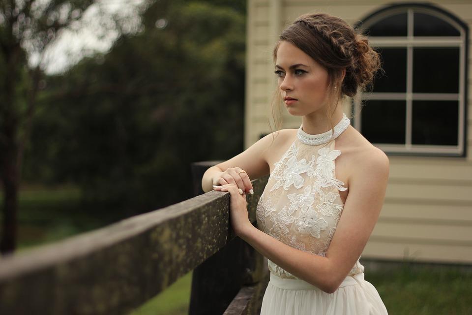 Cum alegi cele mai frumoase rochii elegante, Charmy