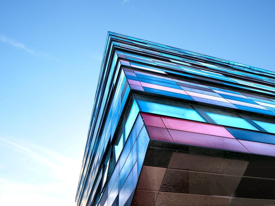 Placarea peretilor cu sticla este cea mai moderna metoda de amenajare a locuintei, Charmy
