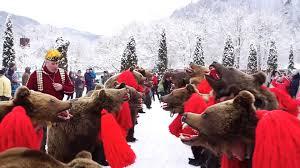 Datini de anul nou – Umblatul cu Ursul, Charmy