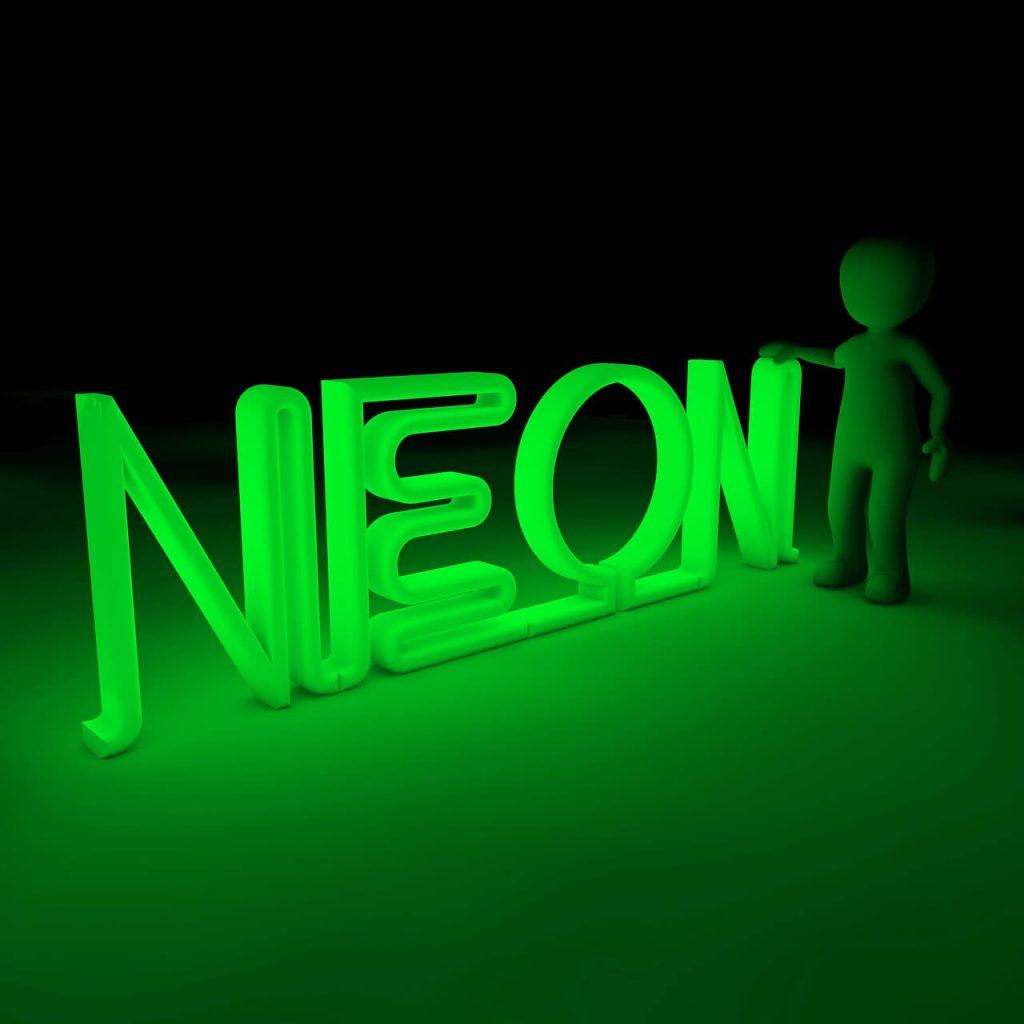 Culoarea neon – trucul la care apeleaza vedetele sa iasa in evidenta, Charmy