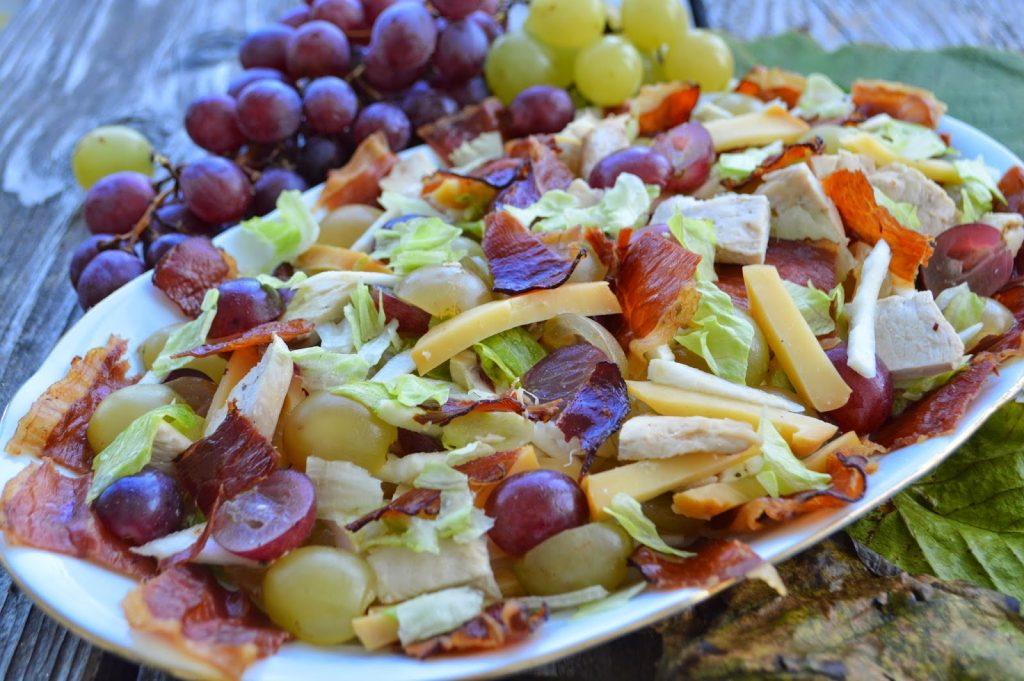 Aranjamente aperitive – Salata cu struguri si branza de capra, Charmy