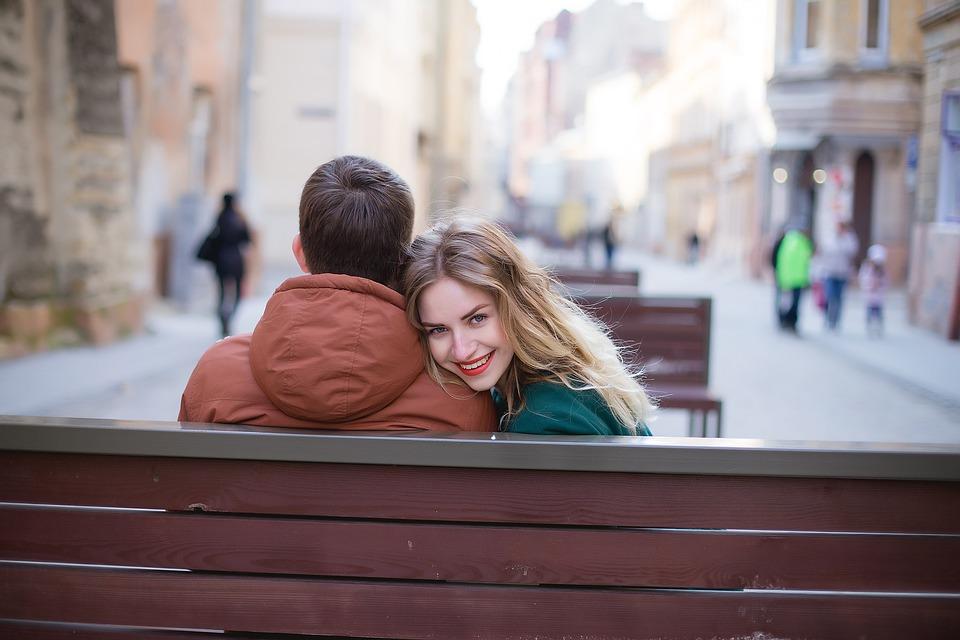 Cum sa vorbesti cu fetele – 10 sfaturi utile, Charmy