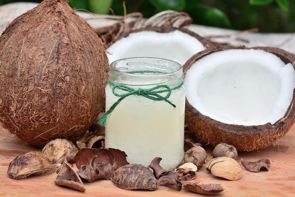 Cum spargi nuca de cocos?, Charmy