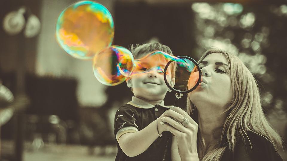 Mama de profesie – ce nu stim despre mamele noastre?, Charmy