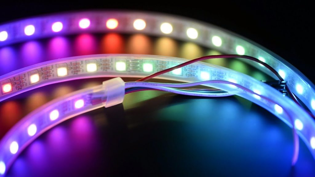 Trei idei de a folosi banda LED in decorarea locuintei, Charmy