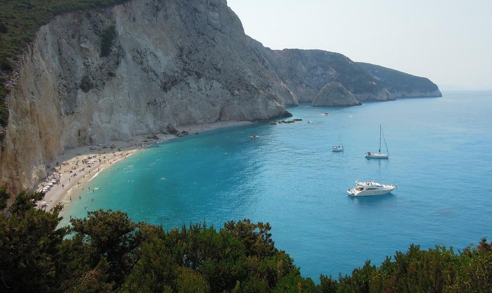 Plaje Lefkada pe care trebuie neaparat sa le vizitezi in vacanta, Charmy