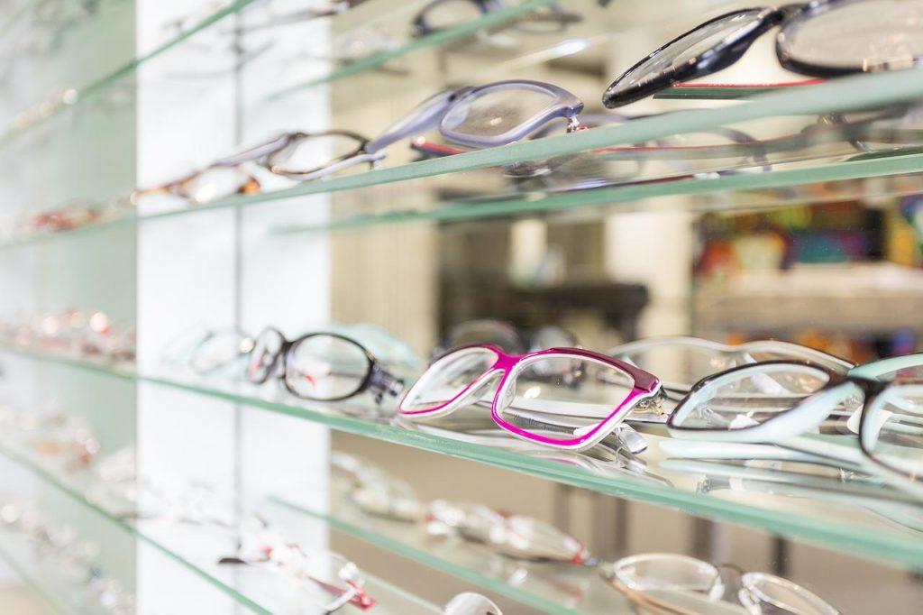 Cum să cumperi ochelarii de vedere perfecți?, Charmy