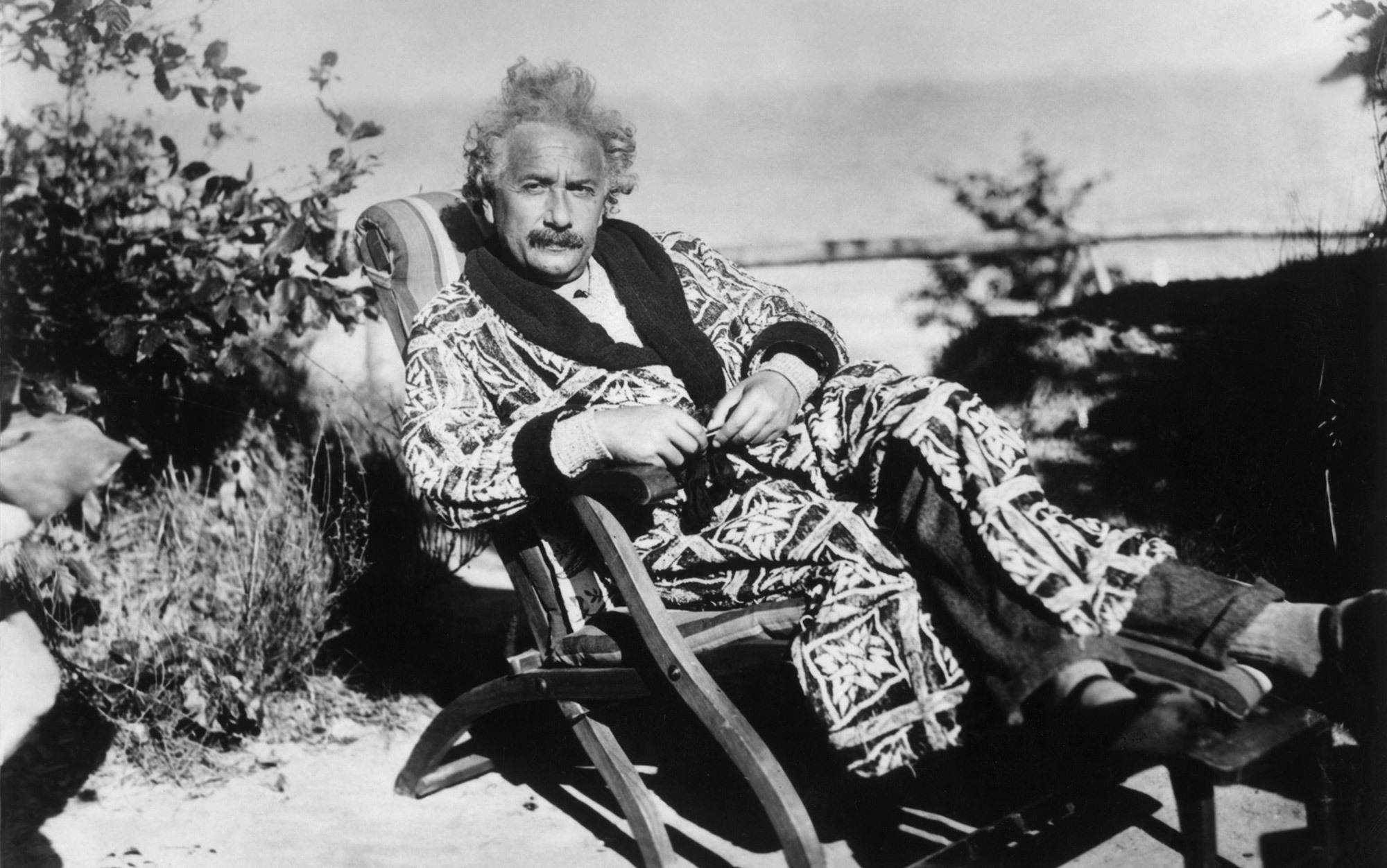 Ce IQ avea Cel Mai Destept Om din Lume - Albert Einstein