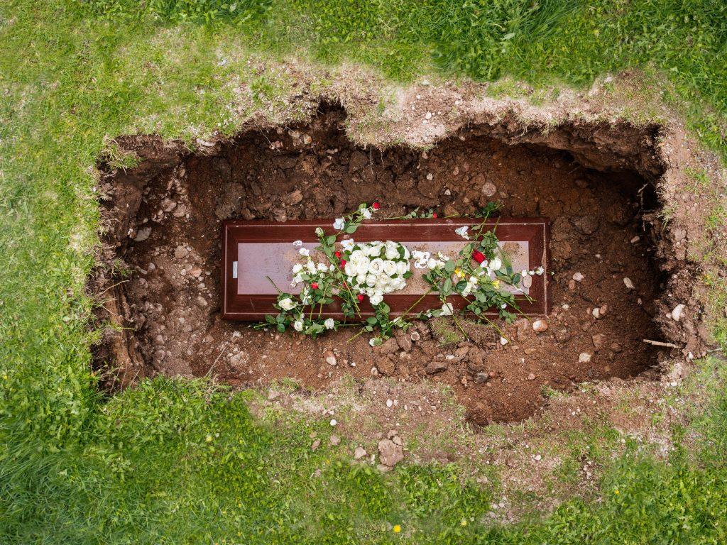 Cât costă o înmormântare în 2020 – Află de la noi, Charmy