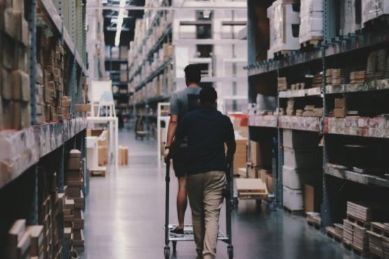 Compania ta se dezvoltă și ai nevoie de un spațiu de depozitare nou? Cum îl alegi?, Charmy