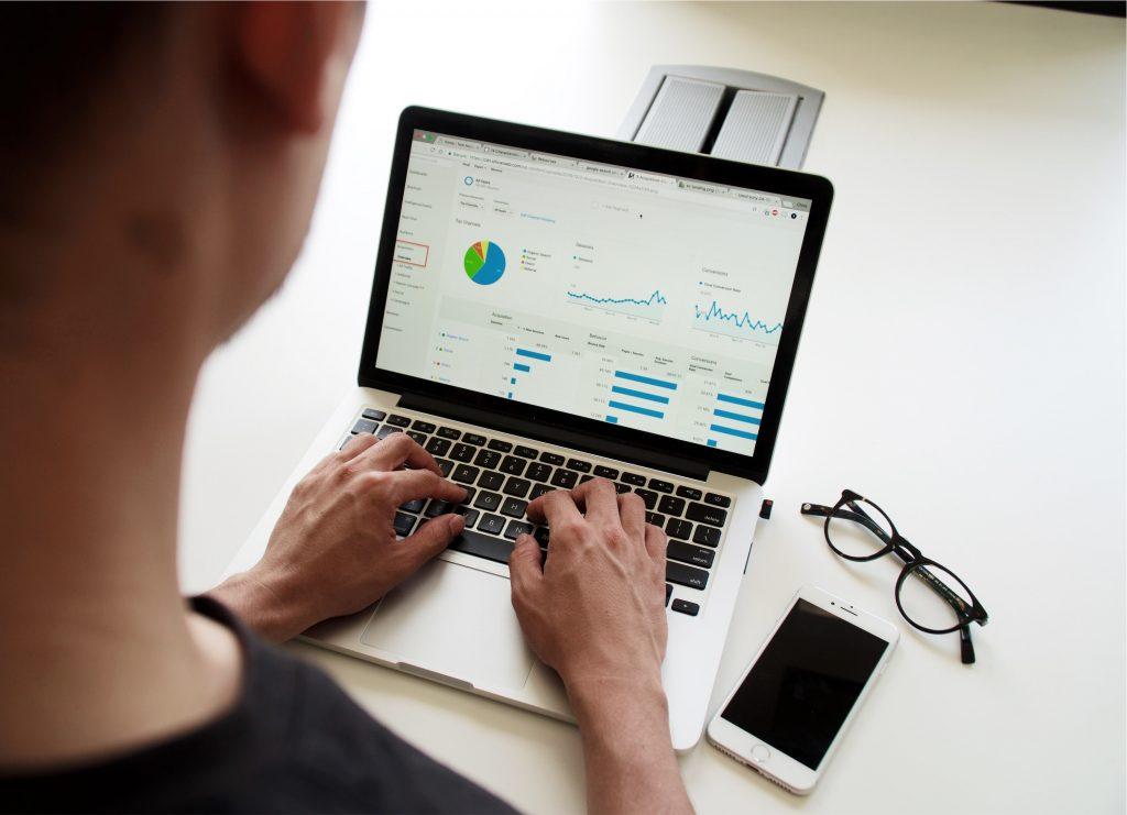 Ce informații trebuie să furnizezi clienților, atunci când ai o afacere online?, Charmy